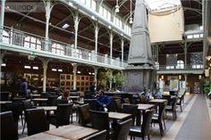 De Sint-Gorikshallen zijn evenementen en tentoonstellings zalen, gelegen in het centrum van brussel op het Sint-Goriksplein. Vroeger waren het overdekte markthallen, maar nu kan je er ook gezellig iets gaan eten en genieten van het Belgische bier.