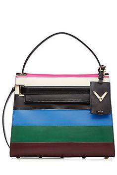 """Design mit Ecken und Kanten - wir lieben den geradlinigen Lady-Chic der Handtasche aus der neuen """"My Rockstud"""" Linie von Valentino, der mit bunten Blockstreifen gekonnt gebrochen wird! P.S. Der vordere Riemen kann in den Flagship-Stores personalisiert werden... #Stylebop"""