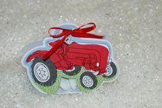 """Contenant  à dragées baptême """" Tracteur """" http://www.drageeparadise.fr/contenant-a-dragees-vide_29_contenant-dragee-bapteme-en-carton_contenant-a-dragees-tracteur__141_1.html"""