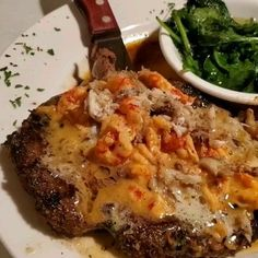 Angus Ribeye Orleans 😍 A beautiful low carb food experience at Louisiana Bistreaux in Atlanta. ❣ Grilled ribeye topped with crawfish and lump crabmeat in seasoned butter + steamed spinach. Low Carb At Restaurants, Keto Restaurant, Steamed Spinach, Crawfish Recipes, Crab Meat, Butter Recipe, Low Carb Diet, Ketogenic Diet, Louisiana