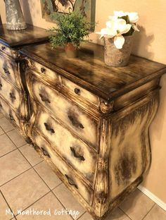 Hand Painted Furniture, Refurbished Furniture, Paint Furniture, Furniture Makeover, Furniture Ideas, China Cabinets And Hutches, Cedar Table, Rustic Farmhouse Furniture, Chalk Paint Projects
