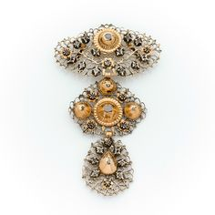 Flanders  ~  A Xlllth century diamond, silver and gold pendant