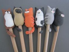 Polymer Clay Pens, Polymer Clay Animals, Polymer Clay Miniatures, Polymer Clay Creations, Tarjetas Diy, Clay Classes, Jumping Clay, Polymer Project, Clay Cats