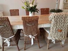 Handmade plaid XXL knit with huge (Joetjz) knitting needles and 100 % merinowool.  Www.joetjz.nl Eettafel en stoelen zijn van Riviera Maison