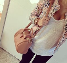 I just LOVE this look, blazers over thin tees.