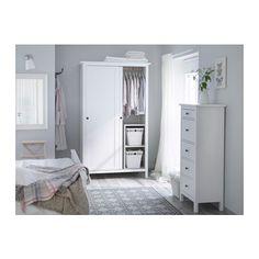 HEMNES Guardaroba con 2 ante scorrevoli IKEA È in legno massiccio, un materiale naturale caldo e resistente.