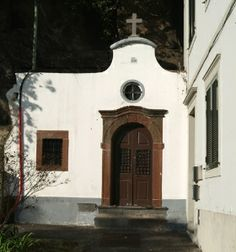 capelas/almas_pobres_280_300.jpg              capela das almas pobres----funchal