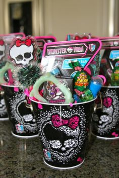 Favors at a Monster High Party #monsterhigh #partyfavors