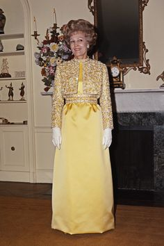 From Martha Washington to Michelle Obama. Michelle Obama Flotus, Mary Todd Lincoln, Presidents Wives, Betty Ford, American First Ladies, Nancy Reagan, Style Icons, Vintage Fashion, High Neck Dress