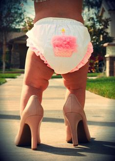First birthday picture idea! High heels, baby girl, pink.