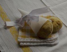 Panzerotti al forno: pasta lievitata con pomodoro e mozzarella ideali per aperò con amici