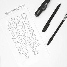 """93 Me gusta, 4 comentarios - Pilar 🌿 studyblog (@study.pilar) en Instagram: """"Tipografía estilo PAC-MAN  Con la bella @cam.bujo realizamos una colaboración de tipografías asique…"""" Pac Man, Bujo, Bella, Bullet Journal, Instagram, Profile, Style"""