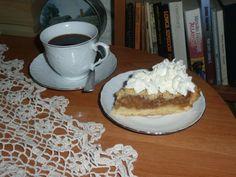 Czekolada / Retro Cafe Moniuszki 11. Nazwa deseru: Jabłecznik na kruchym cieście z cynamonem i bitą śmietaną i kawa