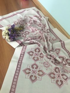 Gülay çakır Hardanger Embroidery, Lace Embroidery, Embroidered Bedding, Bargello, Needlework, Diy And Crafts, Towels, Craft, Sewing Stitches