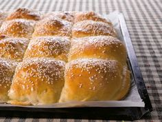 Bread pockets with meat (recipe in Finnish) Fodmap Recipes, Meat Recipes, Baking Recipes, Savory Pastry, Savoury Baking, Finnish Recipes, Good Food, Yummy Food, No Bake Cake