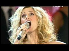 """Lara Fabian performe - """" Trouver la vie, l'amour, le sens <3 Tres belle chanson!!!!"""
