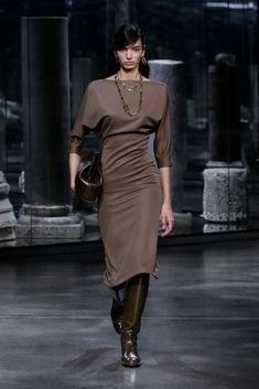 Fendi Fall 2021 Ready-to-Wear Collection - Vogue Live Fashion, Fashion Week, Runway Fashion, Fashion Outfits, Womens Fashion, Fashion Trends, Fendi, Fashion Show Collection, Couture Collection