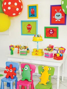 i like the idea to put pictures of monsters on the wall for a monster party... and duhhh i def need to get the polka dot balloons!!!