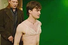 Daniel Radcliffe is a perfect celebrity. Need proof? Here are 19 of our favourite times Daniel Radcliffe was perfect. Harry Potter Gif, Photo Harry Potter, Blaise Harry Potter, Harry Potter Curses, Daniel Radcliffe Harry Potter, Mundo Harry Potter, Harry Potter World, Daniel Radcliffe Meme, Hogwarts