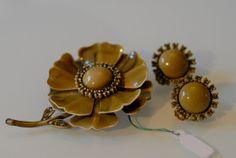 parure, brooch, earrings, enameled metal and rhinestones, vintage costume jewelry, 1950, Mad Men