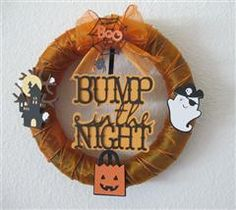 Halloween themed wreath handmade with the help of a #Cricut.  This would look great on my front door as trick-or-treats came up for their candy.