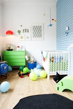 Hallingstad - inspiration til dit hjem: Boligreportage; Et kreativt cupcakehjem #2, found via http://studiotoutpetit.blogspot.co.at/2013/01/wee-walls-wednesdays-ottos-room.html