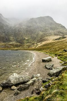 Road Trip in North Wales - 7 Must-See Places for Your Itinerary Llyn Idwal Lake in Snowdonia National Park, Wales Beautiful Places To Visit, Cool Places To Visit, Places To Go, Landscape Photography, Nature Photography, Scenic Photography, Aerial Photography, Night Photography, Landscape Photos