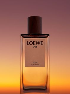 Need a work scent that goes from day into evening or a romantic fragrance that lasts all night? Read our picks for the longest women's that are lasting fragrances. Applying Highlighter, Visual Advertising, Photography Themes, Product Photography, Coachella Makeup, Berlin, Fashion Still Life, Retro Makeup, Best Fragrances