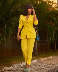 We Bet You'll Love 11 Out Of These 15 Pantsuit (Jumpsuit) Styles (Toke Makinwa 2 piece Pantsuit) Business Casual Outfits, Classy Outfits, Chic Outfits, Trendy Outfits, Fashion Outfits, Suits For Women, Clothes For Women, Mode Ootd, Pantalon Costume