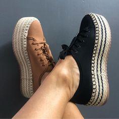 Desejo do dia. Usariam? 🖤 . 👛 Quer aprender como se vestir bem gastando pouco? Sigam ➡️ @maisestilosa . #maisestilosa #estilosa #estilosas… Trendy Shoes, Cute Shoes, Me Too Shoes, Casual Shoes, Sneakers Fashion, Fashion Shoes, Shoes Sneakers, Slip On Shoes, New Shoes