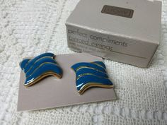 Avon Perfect Compliments Blue Pierced earrings Mint Condition 1987 original box #ecochicteam #discount