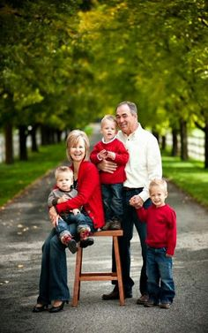 This is a nice photo idea for grandparents and grandkids.