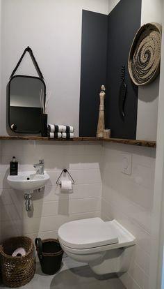 De make-over van onze hal en toilet met verf van Farrow & Ball Bathroom Design Software, Bathroom Tile Designs, Bathroom Design Luxury, Bathroom Layout, Best Bathroom Flooring, Bathroom Furniture, Modern Furniture, Master Bedroom Bathroom, Small Bathroom