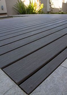 Looking for deck design ideas? Browse our featured composite decking project gallery to help ignite the inspiration for your ideal outdoor environment. Pvc Decking, Decking Area, Composite Decking, Pergola With Roof, Pergola Plans, Diy Pergola, Black Pergola, Pergola Ideas, Deck Design