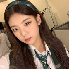 Image may contain: one or more people, selfie and closeup Kpop Girl Groups, Korean Girl Groups, Kpop Girls, Loona Kim Lip, Homo, How To Pose, Art Model, New Girl, K Pop