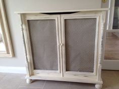 Like the Idea of repurposing a Cabinet - Remove Wood Insert and Replace with Radiator Screen. Diy Radiator Cover, Radiator Screen, Radiator Ideas, Retro Furniture, Diy Furniture, Home Radiators, Wood Insert, Stair Landing, Farmhouse Homes