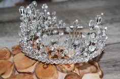 Свадебная корона для невесты . Такое украшение в прическу из бусин и кристаллов станет изюминкой в Вашем образе. Позвольте себе быть королевой! Купить корону можно в пару кликов. Высота короны 6,5 см