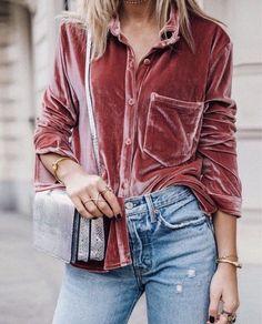 Velvet | Blouse | Denim | Mom jeans | Streetstyle | More on Fashionchick.nl