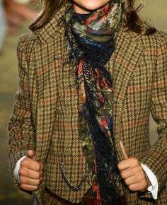 Floral scarf over plaid suit ~ Ralph Lauren detail Plaid Fashion, Fashion Moda, Look Fashion, Womens Fashion, Country Fashion, Country Outfits, Fall Outfits, Tweed Run, Tweed Jacket