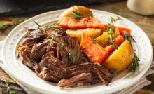 Learn how to make the perfect pot roast in the oven! No slow cooker needed, this is the best easy pot roast recipe out there! Pot Roast Recipes, Meat Recipes, Slow Cooker Recipes, Crockpot Recipes, Jello Recipes, Dishes Recipes, Top Recipes, Beef Dishes, Lunch Recipes