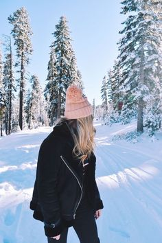 Lake Tahoe – Blonde Banter by Linnea Schooley – Outfits – – girl photoshoot poses Winter Photography, Photography Poses, Fashion Photography, Travel Photography, Blonde Photography, Mode Au Ski, Lake Tahoe Winter, Tahoe Snow, Travel Outfit Spring