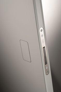 13/06/2013 - Secret PUSH èla nuova maniglia invisibile Barausseche offre infinite possibilità di finitura.L'anta, cost