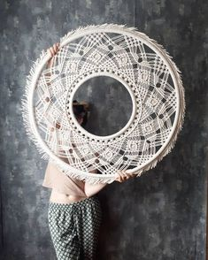 Macrame Mirror, Macrame Art, Macrame Projects, Yarn Crafts, Sewing Crafts, Bedroom Crafts, Macrame Design, Macrame Tutorial, Macrame Patterns