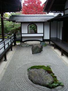 Zen garden at Obai-in in Kyoto | by Lovelyhoneybee 2007-11 via flickr 2076117098