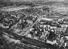 Vintage: Aerial Photos of Berlin, Germany after World War II Bunker, Berlin 1945, Berlin Wedding, History Online, Total War, Famous Places, Birds Eye View, Military History, World War Two