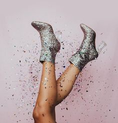 Bom dia domingo! Quem aqui aproveitou o sábado para se jogar na noite? #regram @meg_legs  via ELLE BRASIL MAGAZINE OFFICIAL INSTAGRAM - Fashion Campaigns  Haute Couture  Advertising  Editorial Photography  Magazine Cover Designs  Supermodels  Runway Models