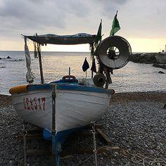La spiaggia di Boccadasse  http://www.miprendoemiportovia.it/2016/01/boccadasse-cosa-fare-a-genova/