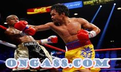 Manny Pacquiao throws a right at Floyd Mayweather Jr. Motivational Images, Inspirational Quotes Pictures, Keith Thurman, World Boxing, Detroit Sports, Detroit Free Press, Shoulder Injuries, Manny Pacquiao, Film Studies