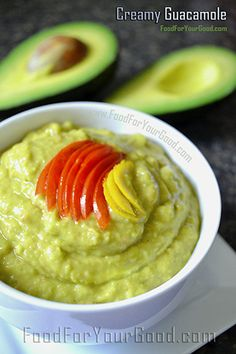 Pinner said: Best ever made Creamy Guacamole recipe. Not sure why I never considered doing guacamole in the blender Avocado Recipes, Guacamole Dip, Healthy Recipes, Healthy Foods, Yummy Appetizers, Appetizer Recipes, Great Recipes, Favorite Recipes, Snacks