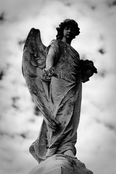 Angel in Metairie cemetery, Louisiana